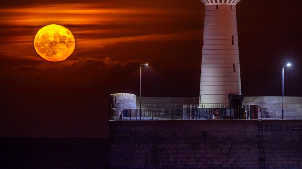 Lunar Lighthouse